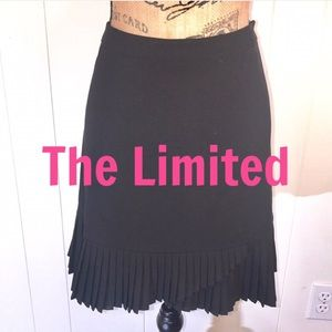 The Limited Super Cute Pleated Skirt In Black 🌻
